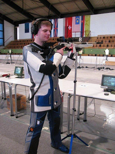 Holwell Rifle Club helps blind marksman make history