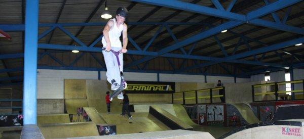 An indivdual doing a skateboard jump at the Sportivate Skate event